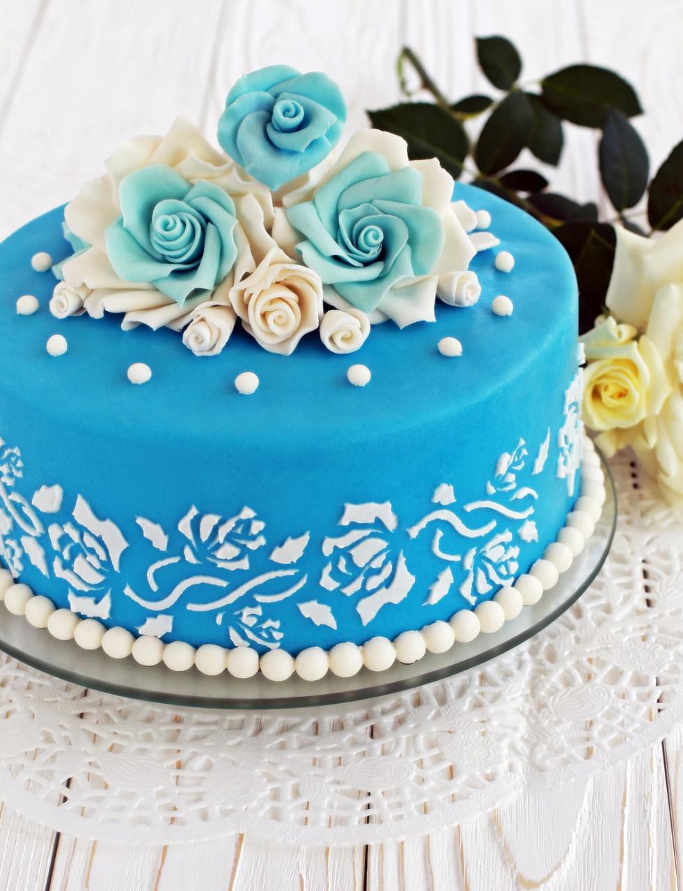 Декор торта трафаретом