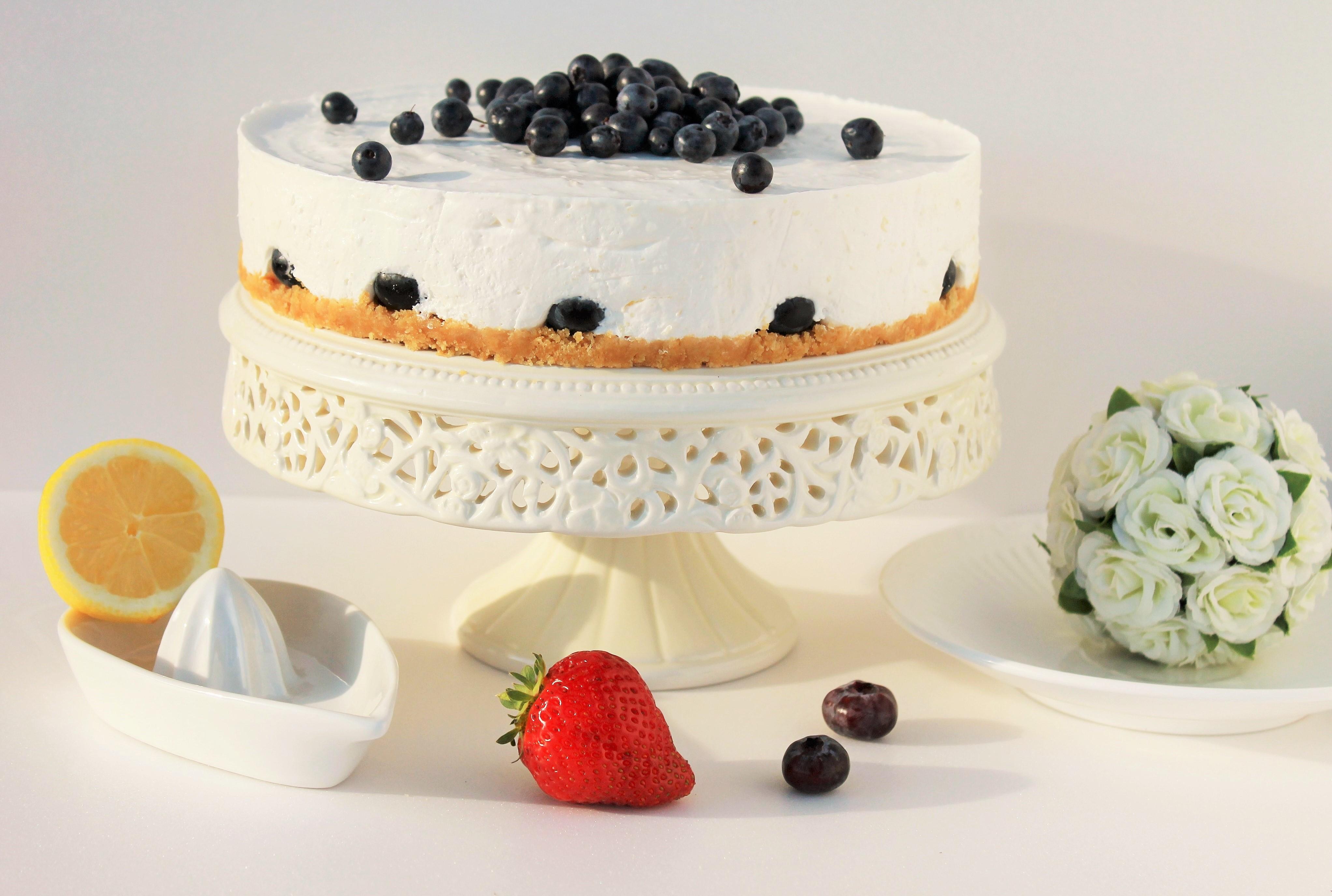 Йогуртовый тортик с голубикой без выпечки